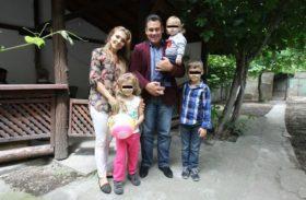Familia Dolănescu era să piară într-un accident aviatic!