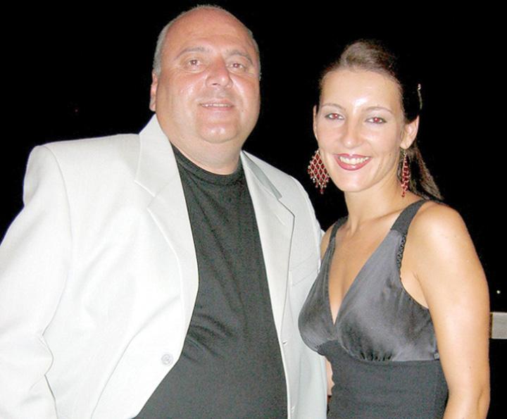 """Pinalti"""" îl toarnă pe Băse ca să-și scape fata!"""